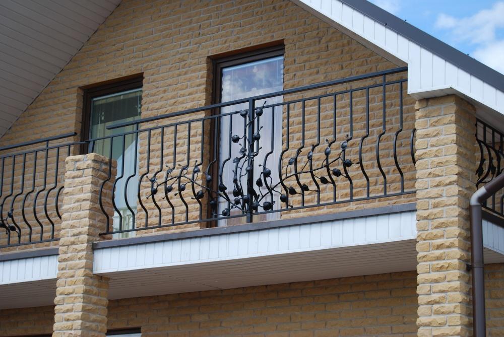 Metaliniai turėklai balkonui