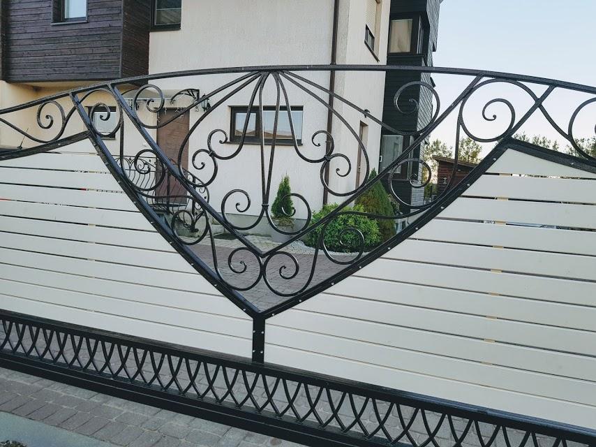 Metaliniai vartai namams